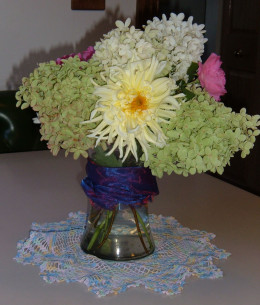 The Hydrangea with Spider Mum and Roses.
