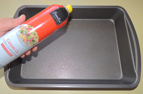 spray 9x13 pan lightly with no stick cooking oil