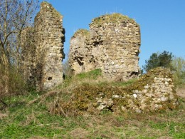 Part of the old ruined castle of Lochore - the castle of course also has the inevitable 'white lady' ghost.