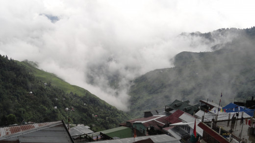 Cloud and hills of Darjeeling