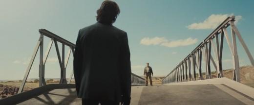 Gabriel Cortéz (Eduardo Noriega) faces Sheriff Owens (Schwarzenegger) © Lionsgate
