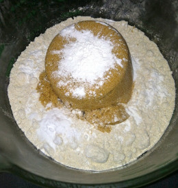 Begin crust by stirring sugar and baking soda into the oat flour.