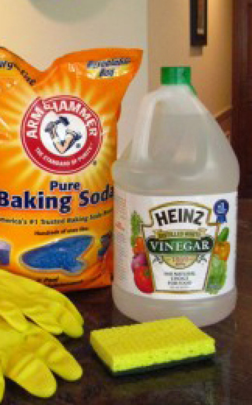 Vinegar and baking soda, two great household helpers when it comes to cleaning.