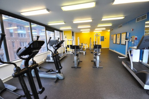 A basic, no-frills gym typical to larger apartment complexes.