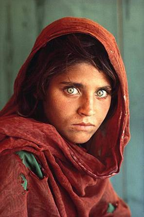 Are the features in this famous photograph-- of an Afghan girl on the cover of Nat'l Geographic magazine-- of someone who is of Jewish descent?