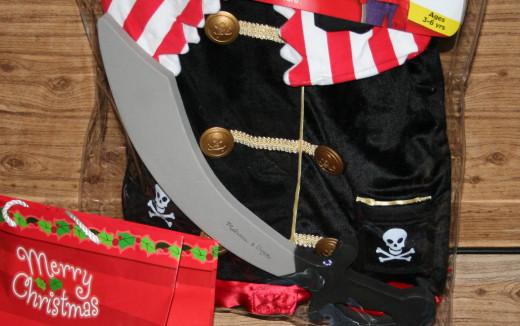 Pirate dress-up play set