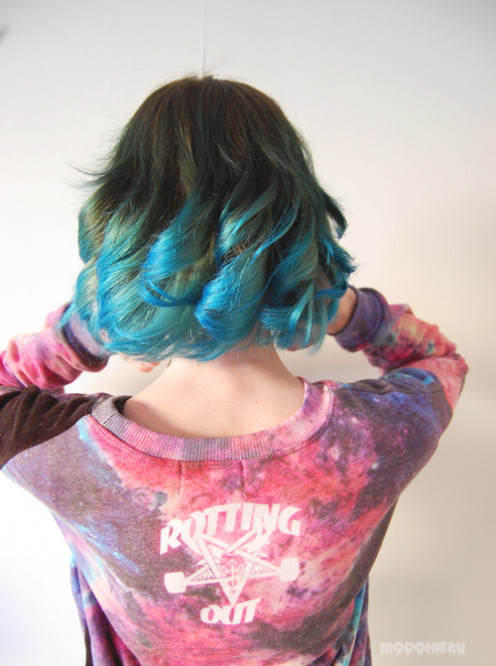 You can see here how the tips of the hair have been lightened to take the blue dye!