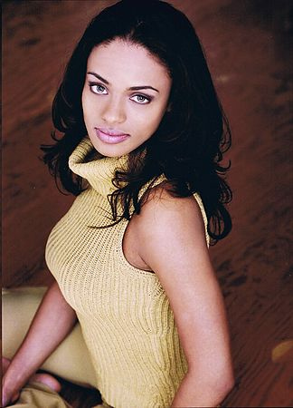 Kandyse McClure, also known for being in the Films: Battlestar Galactica (2004), Carrie (2002), Cole (2009), and Children of the Corn (2009).