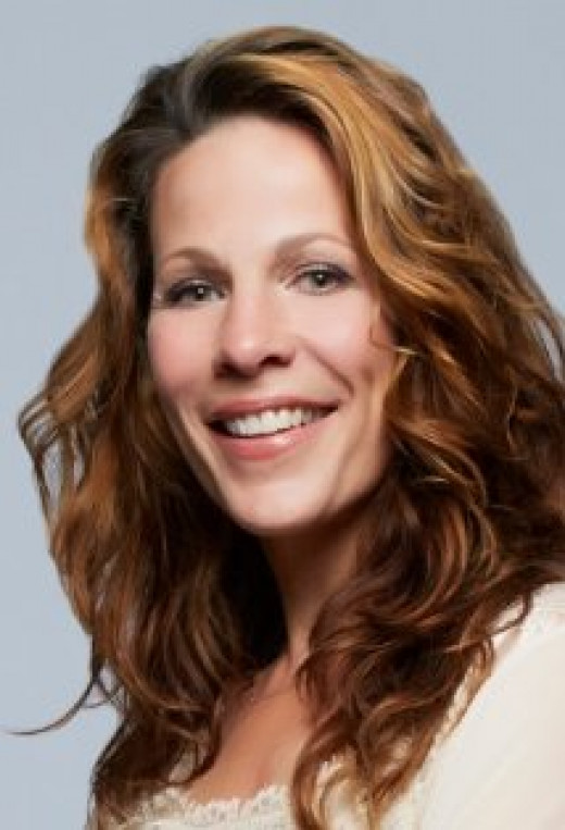 Lili Taylor, also known for being in the Films: Say Anything... (1989), Ransom (1996) and The Haunting (1999).