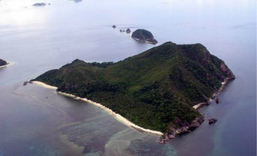 The whole island is surrounded with live corals and different kinds of tropical fish and marine life making it suitable for diving. The island has potable mineral fresh, spring drinking water, sufficient all year round.