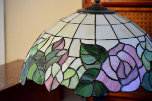 You may be surprised with the number of stained glass lamps inside the simple-looking cabins!