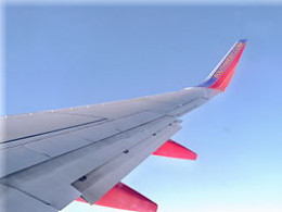 Airplane Wing. By Oblivion8000 (talk).Oblivion8000 at en.wikipedia [Public domain], from Wikimedia Commons
