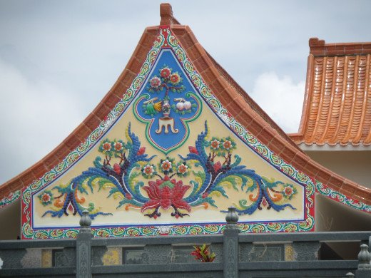 Temple building facade décor - Kuang Im Temple