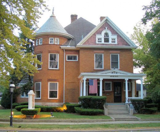 This 1901 Free Classic style home now contains law offices