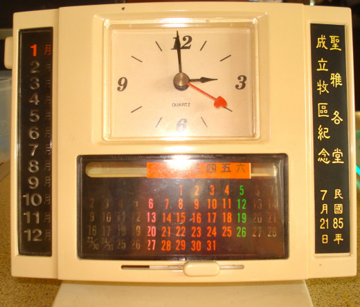 A Chinese Battery Clock with Time and Calendar in Western Numerals