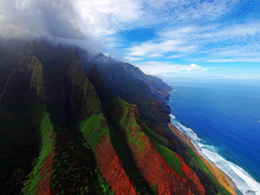 Aerial view of the coast of Nā Pali Coast State Park in Kauai, Hawaii