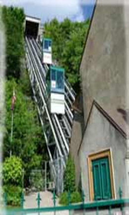 The funicular of Quebec City was built in 1879. Back then, the cabins scaled up and down the escarpment by means of a counter weight water process and steam power.