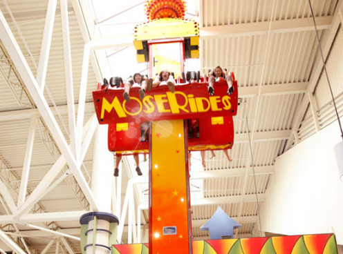 "The ""hiphop"" is one of the most popular attraction of the indoor amusement park at the ""Galeries de la Capitale"""