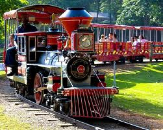 Spring Park has hourly train rides that circle the entire grounds. It goes slow so that riders can take in the atmosphere.
