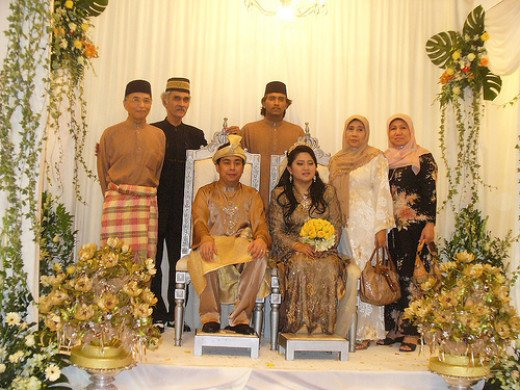 A traditional Malay wedding, in which men don the baju Melayu and women don the baju kurung