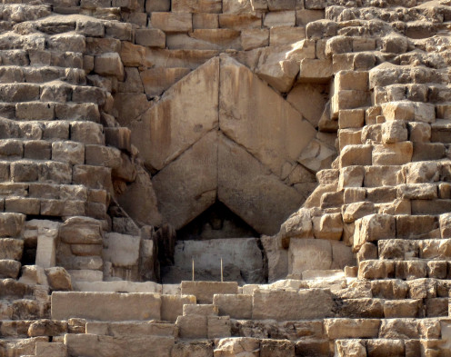 A picture of the entrance of Khufu's pyramid.
