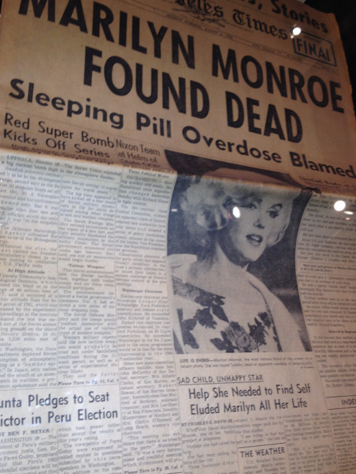 1962 newspaper clipping announcing the death of Monroe