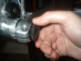 Tightening the crank arm bolt