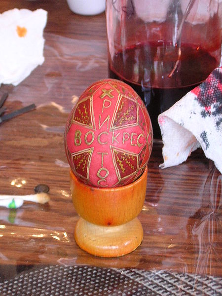 Egg about to go into the last dye bath. Image:wikimedia