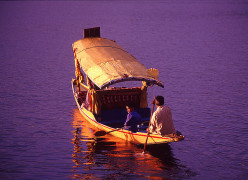 Tourist places in Srinagar; Venice of the East or Kashmiri Venice