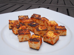 Sautéed dices of tofu previously marinated in a rich tomato sauce.