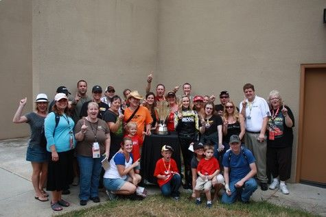 "Complete with group photo, Jeff Gluck's ""Tweetup"" meetings at the track give fans a chance to meet a variety of racing personalities"