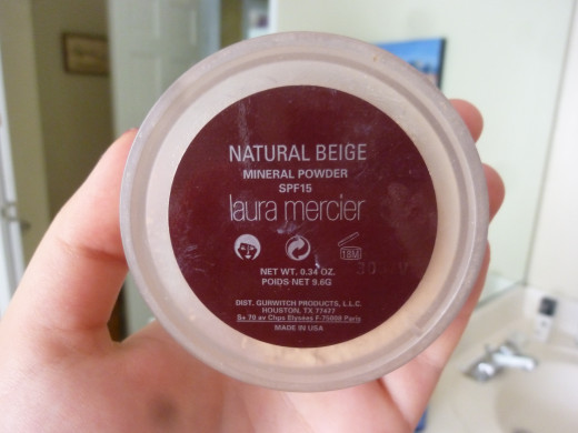 Loose Mineral Powder by Laura Mercier in Natural Beige