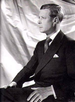 Prince Edward was good looking personality. Before Mrs Wallis Simpson, there were few other women in his life.