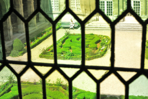 Musée Carnavalet - Through the old glass windows into the courtyard - Summer 2012