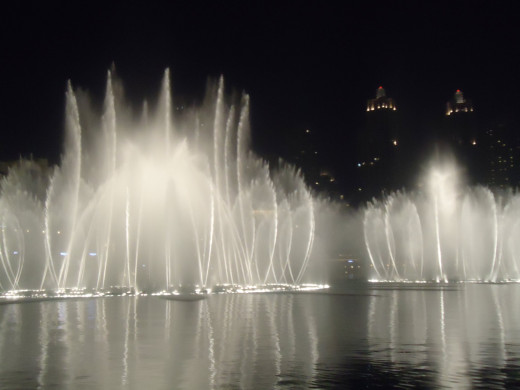 spectacular fountain show in light and music