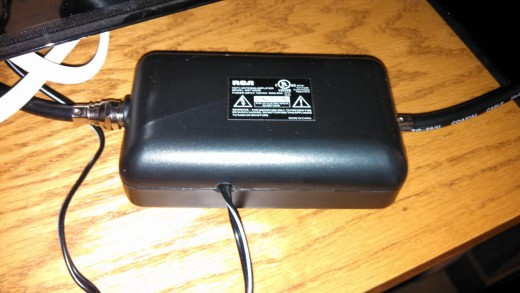 Amplifier for active indoor HDTV antenna
