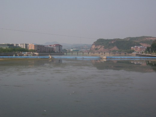 Rihe (Hot River) during the damming project