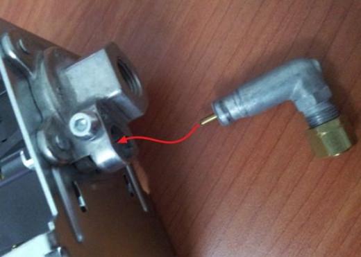 Connection for unloader valve