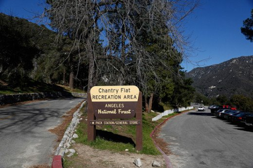 This is the Chantry Flat picnic and parking area where you can find restrooms, a small shop where you can buy the park pass, and picnic tables.