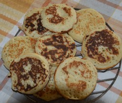 Simple easy to make Golden crumpets