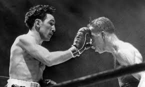 Willie Pep regained the featherweight championship from Sandy Saddler in their second fight. It was a battle of offense against defense.
