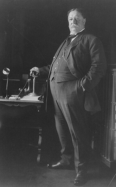 The US President William Howard Taft  in 1908. The tight waistcoat puts in evidence the extra-pounds mercilessly.