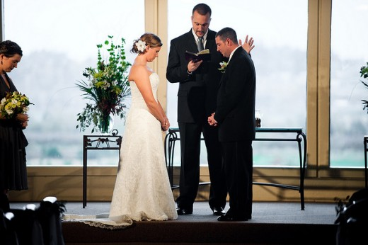How Much Do Wedding Officiants Charge