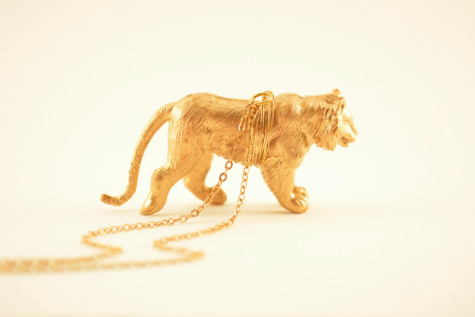 My new gold necklace, once a forgotten second-hand toy ...