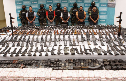 Mexican police seize mass weapons cache