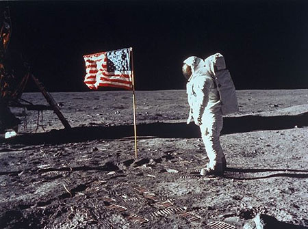 The shadow lines on the Apollo landing images appear to be no aligned. This triggered claims the photos were faked