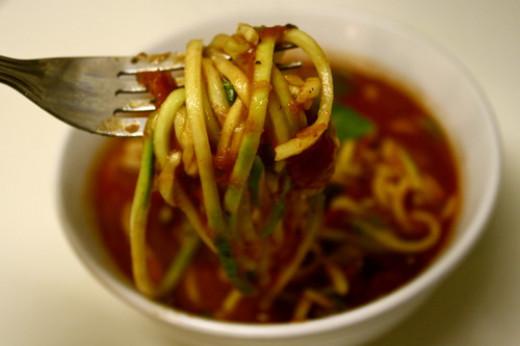 veggie noodle maker make best zucchini noodle zucchini spaghetti and more. Black Bedroom Furniture Sets. Home Design Ideas