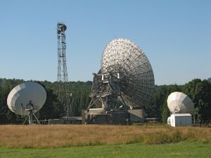 Radiotelescopes looking to outer space.