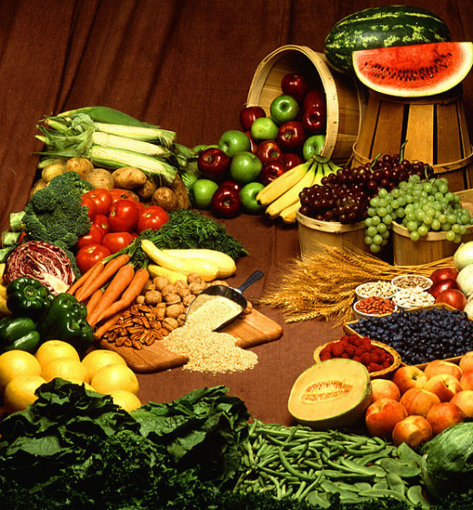 Green vegetables and fruit contain protein and fiber and contribute to the supply of essential amino acids that must be consumed every day.