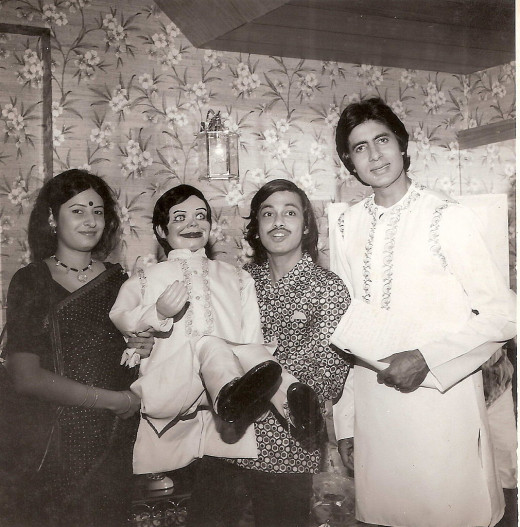 Amitabh Bachchan with Ramdas Padhye and his wife Aparna.